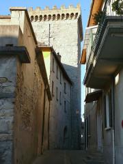 Ancien archevêché d'Embrun - Français:   Embrun - Tour Brune, rue Tour Brune