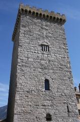 Ancien archevêché d'Embrun - Deutsch: Tour Brune in Embrun, einer Gemeinde im Département Hautes-Alpes in der französischen Region Provence-Alpes-Côte d'Azur, aus dem 12. Jahrhundert, Teil des ehemaligen Bischofspalastes, Ansicht von Westen