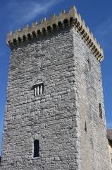 Ancien archevêché d'Embrun - Deutsch: Tour Brune in Embrun, einer Gemeinde im Département Hautes-Alpes in der französischen Region Provence-Alpes-Côte d'Azur, aus dem 12. Jahrhundert, Teil des ehemaligen Bischofspalastes, Ansicht von Südwesten