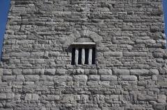 Ancien archevêché d'Embrun - Deutsch: Tour Brune in Embrun, einer Gemeinde im Département Hautes-Alpes in der französischen Region Provence-Alpes-Côte d'Azur, aus dem 12. Jahrhundert, Teil des ehemaligen Bischofspalastes, Ansicht von Westen (Detail)