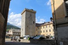 Ancien archevêché d'Embrun - Français:   Tour Brune, Embrun.