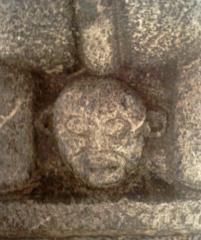 Eglise paroissiale Saint-Marcellin - Français:   visage au dos du lion (Saint Marcellin la Salle les Alpes)  fr:Utilisateur:Melendil