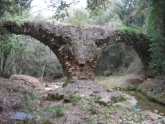 Aqueduc de Clausonnes (restes) (également sur commune de Valbonne) - English: 'Pont de la Valmasque'; two arches of the aquaduct
