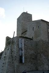 Château des Grimaldi, actuellement musée Picasso - English: Antibes - Promenade Amiral de Grasse - View SW & Up on Chateau Grimaldi