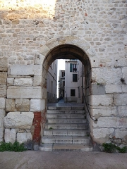 Enceinte gréco-romaine (restes) - English: vieille ville