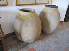 Château Grimaldi ou château de Cagnes - English: Medium jars for olive oil preserved in the museum of the castle of Cagnes (Alpes-Maritimes, France). Height : 89 cm, diameter : 38 cm. 17th century.
