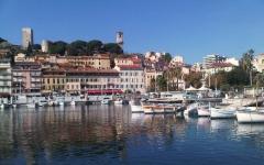 Tour du Suquet, chapelle Sainte-Anne et église Notre-Dame-de-l'Espérance - Français:   Vieux-port de Cannes, coin des pêcheurs