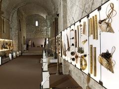 Tour du Suquet, chapelle Sainte-Anne et église Notre-Dame-de-l'Espérance - Chapelle Sainte-Anne, collection d'instruments de musique du monde