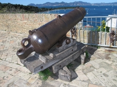 Fort, actuellement Musée de la Mer - English: Cannon on the terrace of the fort-Royal of the Sainte-Marguerite island (Alpes-Maritimes, France).