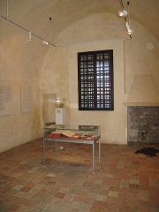 Fort, actuellement Musée de la Mer - English:   Prison cell where were kept arbitrarily huguenot pastors from 1489 to 1725 in the fort-Royal of the Sainte-Marguerite island (Alpes-Maritimes, France).