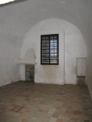 Fort, actuellement Musée de la Mer - English: Prison cell occupied by the man named