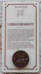 Cathédrale - Русский: памятно-информационная доска на стене собора.