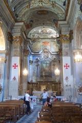 Chapelle Sainte-Croix dite chapelle des Pénitents Blancs -  Interieur de l'église Sainte-Croix.   Ses ouvertures sont exceptionnelles.