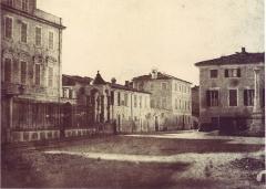 Colonne en marbre blanc -  La Place croix de marbre dans le centre de Nice. Anonyme, 1865.