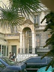Croix en marbre blanc -  Nice-Musiciens   Rue de France