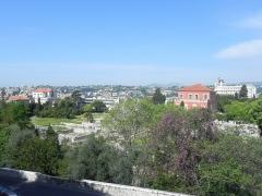 Thermes romains de Cimiez, dans le domaine de la villa Garin de Cacconata -  Les arènes et le musèe Matisse