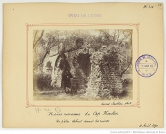 Tombeau romain - English: A shepherd, in front of the ruins of the grave named