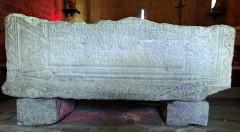 Chapelle du cimetière - Français:   Saint-Cézaire-sur-Siagne - Chapelle Notre-Dame-de-Sardaigne - Sarcophage gallo-romain