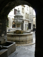 Fontaine publique - English: Saint-Paul de Vence Great Fountain Street