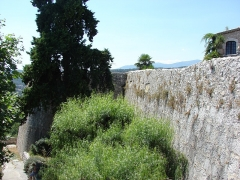Remparts et cimetière avoisinant -  Saint-Paul de Vence, Provence-Alpes-Côte d'Azur, France