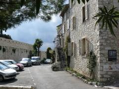 Remparts et cimetière avoisinant - English: Saint-Paul (Saint-Paul de Vence)