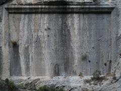 Plaques commémoratives inscrites dans le roc et les parois rocheuses - English: gorges de Saorge (France - Alpes Maritimes) inscription de Charles Emmanuel IV