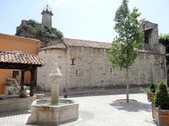 Eglise des Templiers - Français:   Sigale - Église Saint-Michel, la fontaine et le lavoir