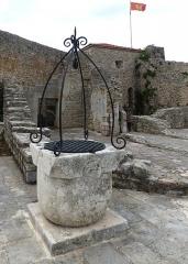 Chapelle des Pénitents Gris - Deutsch: Budva ( Montenegro ). Zitadelle: Obere Terrasse - Ziehbrunnen,