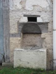 Chapelle des Pénitents Gris - PUIT ENCHASSE DANS UNE FACADE