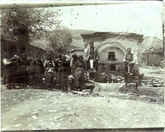 Chapelle des Pénitents Gris - English: Postcard, undated ( ca.1917 ). Untitled, showing a rural family at a fountain on the Balkans.