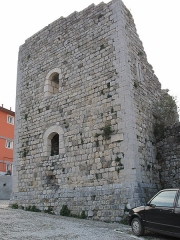 Chateau - English: Tower (roman one ?) in Sospel, Alpes-Maritimes, France.