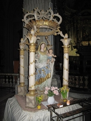 Eglise Saint-Michel - English: Interior of the cathedral of Sospel, Alpes-Maritimes, France. Altar of the Virgin Mary.