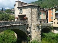 Vieux pont et tour qui le surmonte - Français:   de Sospel (Alpes-Maritimes)