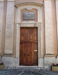 Eglise - Deutsch:   La Turbie, Pfarrkirche Saint-Michel. Nordportal.