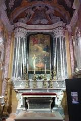 Eglise - Français:   La Turbie (Alpes-Maritimes, France), église St Michel-Archange, intérieur; chapelle des Âmes du Purgatoire (première à droite en entrant), autel-retable édifié vers 1770.