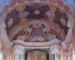 Eglise - Français:   La Turbie (Alpes-Maritimes, France), église St Michel-Archange, intérieur; chapelle des Âmes du Purgatoire (première à droite en entrant), sommet du retable.