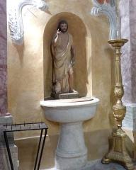 Eglise - Français:   La Turbie (Alpes-Maritimes, France), église St Michel-Archange, intérieur; chapelle des Âmes du Purgatoire (première à droite en entrant), sur sa paroi gauche fonts baptismaux.