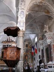 Eglise Saint-Veran - Français:   Utelle - Église Saint-Véran - Décoration de la nef et chaire du XVIIe siècle
