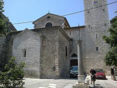 Ancienne cathédrale de la Nativité-de-Notre-Dame -  Vence Cathedrale Place Godeau Colonne Romaine