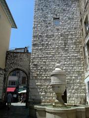Fontaine publique -  Vence Place Peyra Fontaine Tour