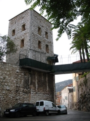 Tour dite Torre Vecchia et remparts (restes) - English: Torre Vecchia in Villefranche sur Mer - upward view