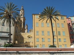 Hôtel Pretti - English: The basilique de Saint-Michel Archange in Menton, seen from the port (Alpes-Maritimes, France)