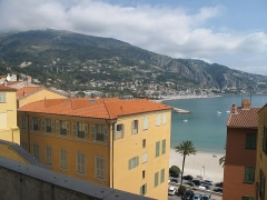Hôtel Pretti - English: Overview of the hotel Pretti looking to Italy in Menton (Alpes-Maritimes, France).