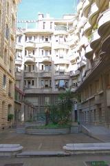 Immeuble Gloria Mansions -  Nice-Quartier des Baumettes Le Gloria Mansions, 125 Rue de France, quartier des Baumettes  La cour intérieure   Prise de vue W, circa 10h