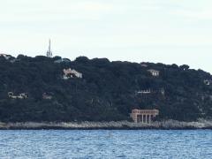 Propriété dite Villa Cypris - English: The semaphore of the Cap-Martin and the villa Cypris (Alpes-Maritimes, France).