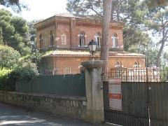 Propriété dite Villa Cypris - English: Annex building of the villa Cypris in Roquebrune-Cap-Martin (Alpes-Maritimes, France).