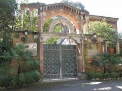Propriété dite Villa Cypris - English: Portal of the villa Cypris in Roquebrune-Cap-Martin (Alpes-Maritimes, France).