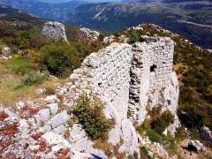 Castellaras de Thorenc - Français:   Entrée de l\'ancien bourg médiéval ruiné de Castellaras.