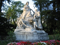 Regina, anciennement Excelsior Hôtel Regina - English: Statue of Queen Victoria in the district of Cimiez in Nice, France.
