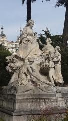 Regina, anciennement Excelsior Hôtel Regina - English: Monument à la reine Victoria (Nice) by Louis Maubert (sculptor)
